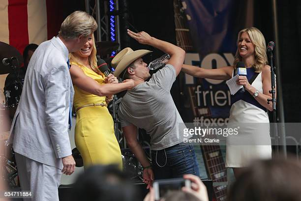 Recording artist Dustin Lynch is seen on stage with 'FOX Friends'cohosts Steve Doocy Anna Kooiman and Ainsley Earhardt during the 'FOX Friends' All...