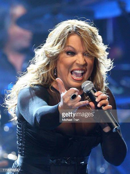 Recording artist Ednita Nazario performs onstage during the 2008 Latin Recording Academy Person of the Year awards tribute to Gloria Estefan held at...