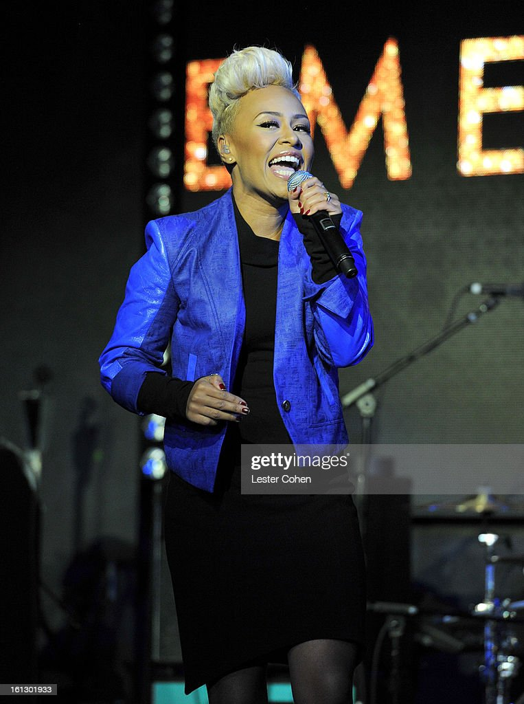 Recording artist Emeli Sande performs onstage during the Universal Music Group Showcase '13 at Lure on February 9, 2013 in Hollywood, California.