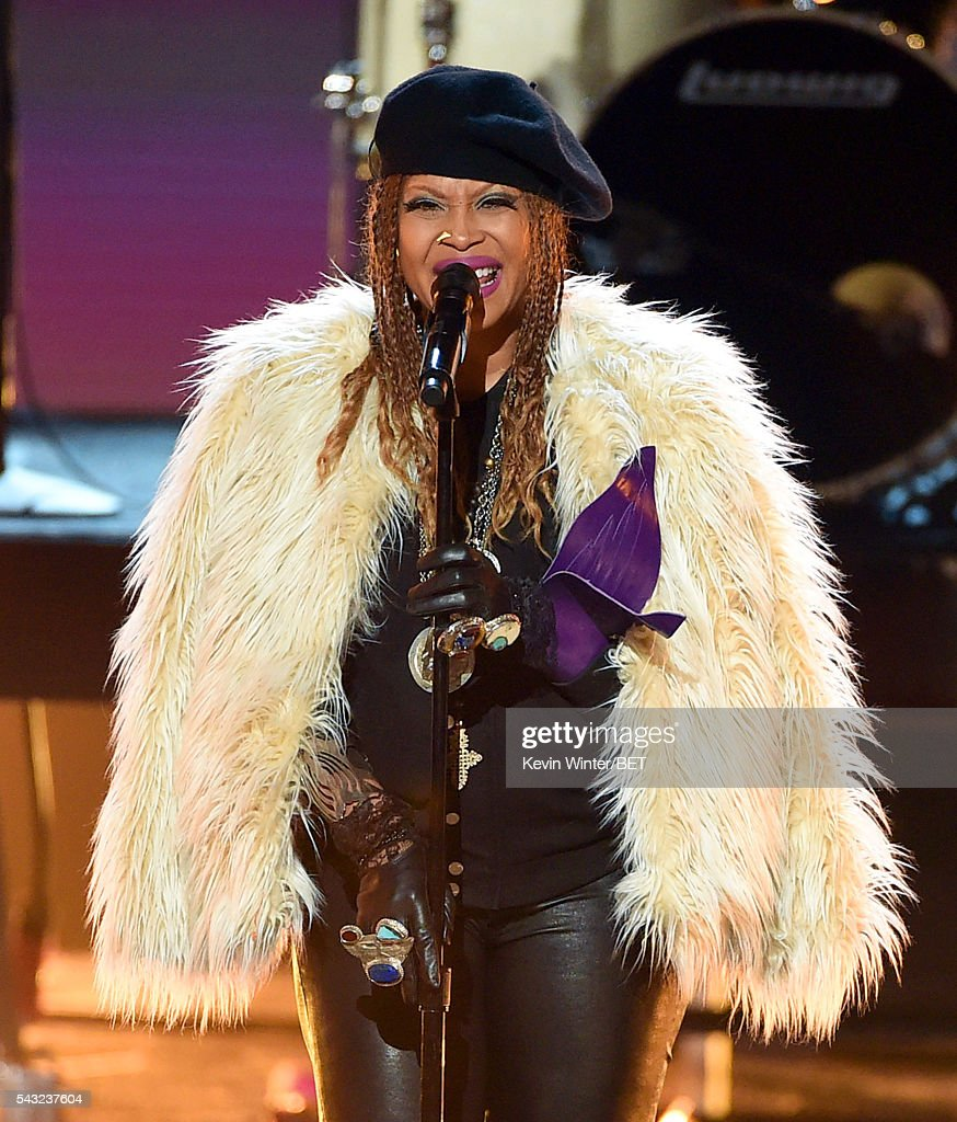 Recording artist <a gi-track='captionPersonalityLinkClicked' href=/galleries/search?phrase=Erykah+Badu&family=editorial&specificpeople=224744 ng-click='$event.stopPropagation()'>Erykah Badu</a> performs onstage during the 2016 BET Awards at the Microsoft Theater on June 26, 2016 in Los Angeles, California.