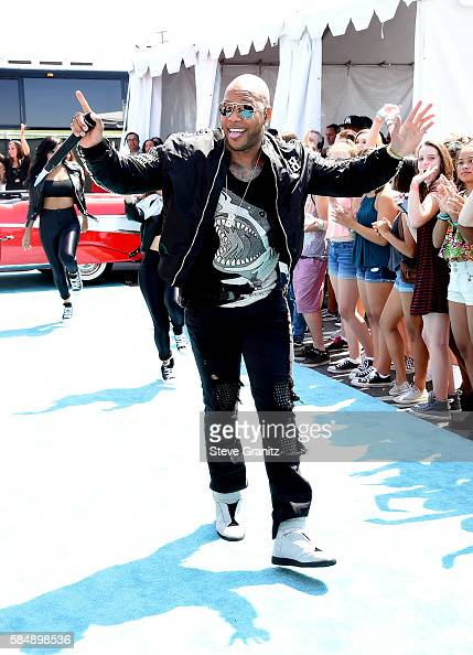recording-artist-flo-rida-attends-teen-choice-awards-2016-at-the-on-picture-id584898536