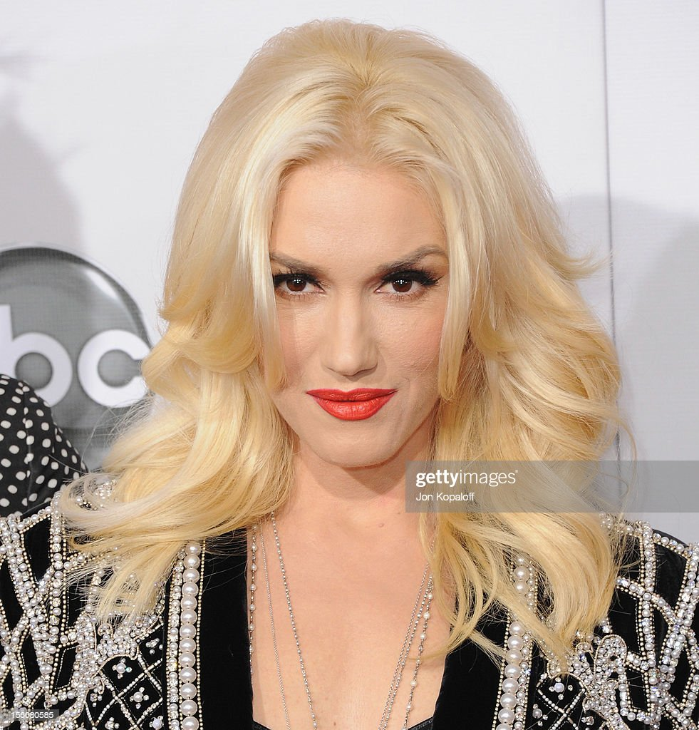 Recording artist Gwen Stefani arrives at The 40th American Music Awards at Nokia Theatre L.A. Live on November 18, 2012 in Los Angeles, California.