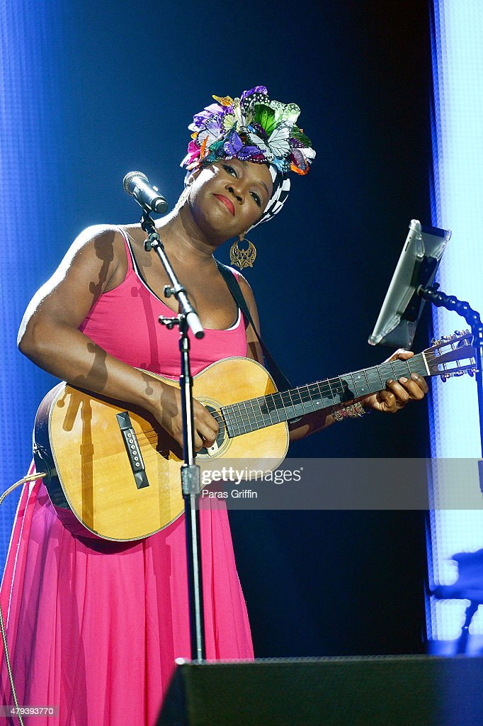Recording artist India Arie performs onstage during day 2 of the 2015 Essence Music Festival on July 3, 2015 at Mercedes-Benz Superdome in New Orleans, Louisiana.