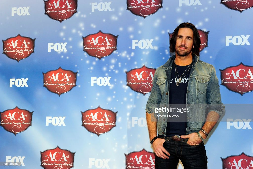 Recording artist <a gi-track='captionPersonalityLinkClicked' href=/galleries/search?phrase=Jake+Owen&family=editorial&specificpeople=619166 ng-click='$event.stopPropagation()'>Jake Owen</a> poses in the press room during the American Country Awards 2013 at the Mandalay Bay Events Center on December 10, 2013 in Las Vegas, Nevada.