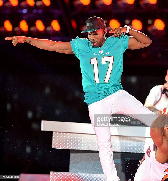 Recording artist Jason Derulo performs onstage during Cartoon Network's fourth annual Hall of Game Awards at Barker Hangar on February 15 2014 in...