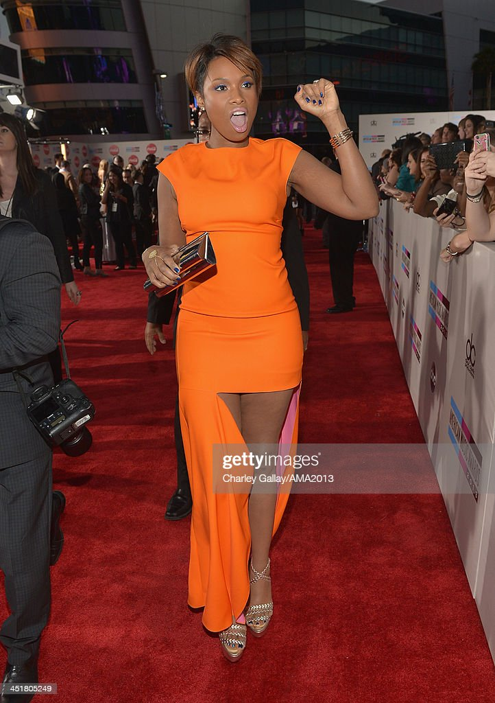Recording artist <a gi-track='captionPersonalityLinkClicked' href=/galleries/search?phrase=Jennifer+Hudson&family=editorial&specificpeople=234833 ng-click='$event.stopPropagation()'>Jennifer Hudson</a> attends the 2013 American Music Awards Powered by Dodge at Nokia Theatre L.A. Live on November 24, 2013 in Los Angeles, California.