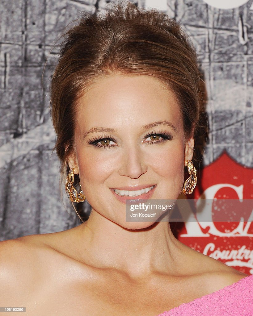 Recording artist Jewel arrives at the 2012 American Country Awards at Mandalay Bay on December 10, 2012 in Las Vegas, Nevada.