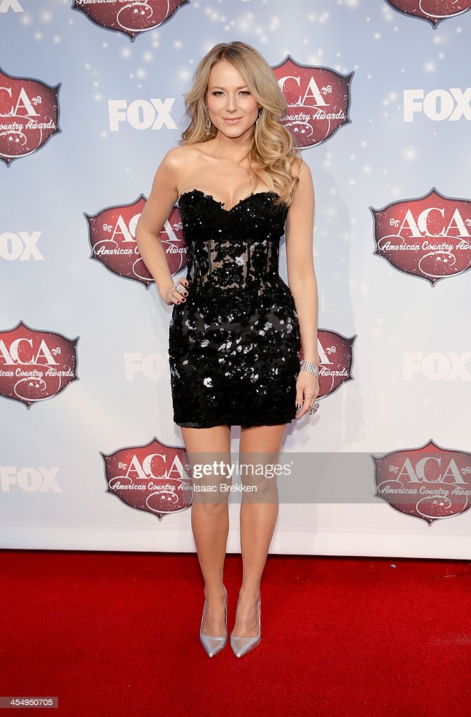 Recording artist <a gi-track='captionPersonalityLinkClicked' href=/galleries/search?phrase=Jewel+-+Singer&family=editorial&specificpeople=202540 ng-click='$event.stopPropagation()'>Jewel</a> arrives at the American Country Awards 2013 at the Mandalay Bay Events Center on December 10, 2013 in Las Vegas, Nevada.
