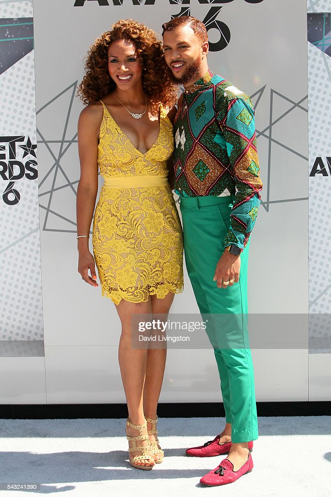 Recording artist <a gi-track='captionPersonalityLinkClicked' href=/galleries/search?phrase=Jidenna&family=editorial&specificpeople=12754205 ng-click='$event.stopPropagation()'>Jidenna</a> (L) and basketball analyst Rosalyn Gold-Onwude attend the 2016 BET Awards at Microsoft Theater on June 26, 2016 in Los Angeles, California.