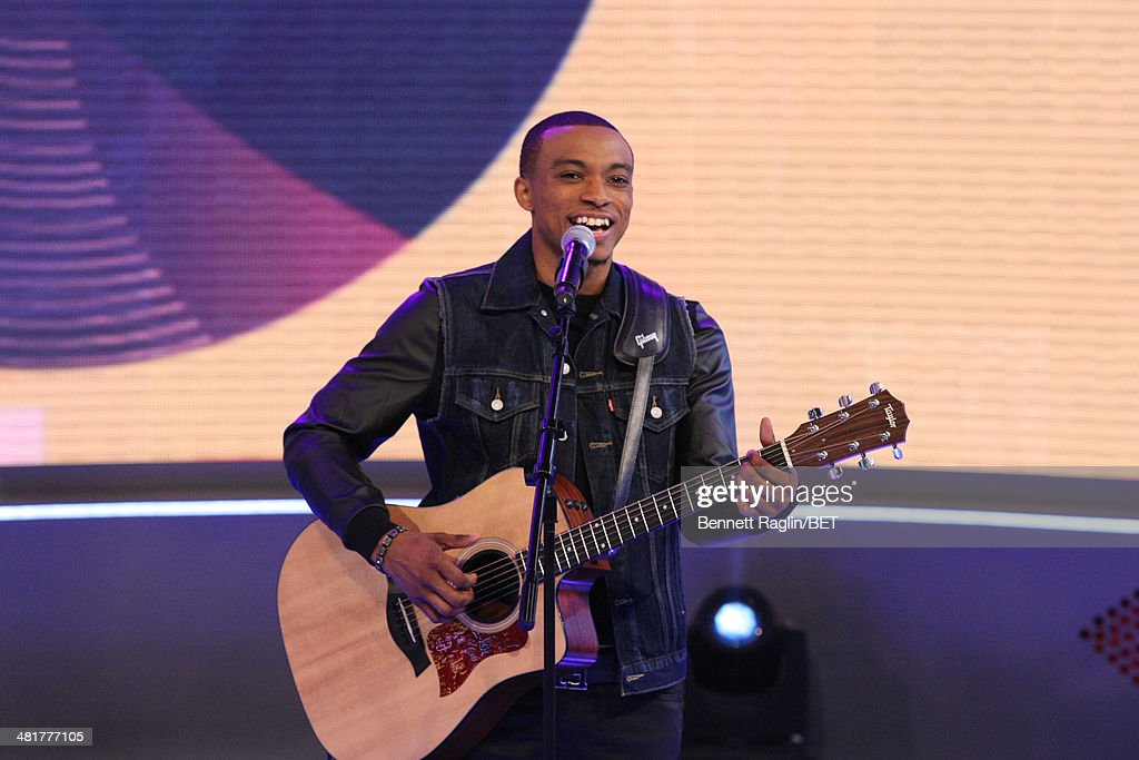 Recording artist Jonathan McReynolds performs during 106 & Park at BET studio on March 31, 2014 in New York City.