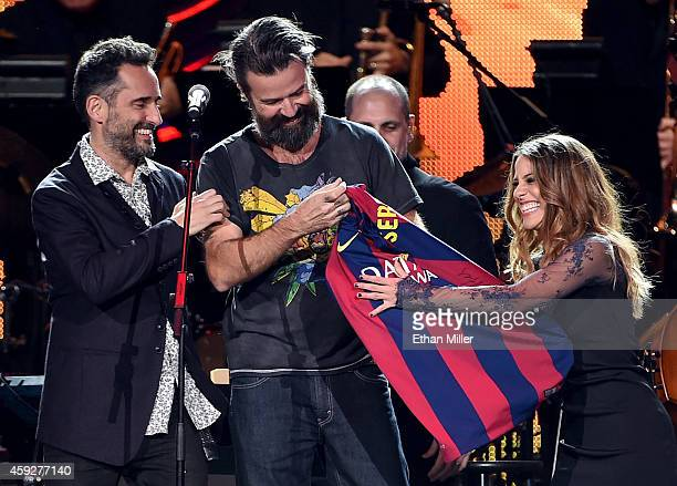 Recording artist Jorge Drexler singer Pau Dones of Jarabe de Palo and singer Debi Nova perform onstage during the 2014 Person of the Year honoring...