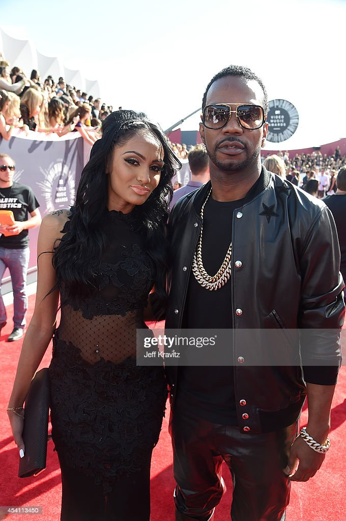 Recording artist <a gi-track='captionPersonalityLinkClicked' href=/galleries/search?phrase=Juicy+J&family=editorial&specificpeople=698028 ng-click='$event.stopPropagation()'>Juicy J</a> (R) and guest attend the 2014 MTV Video Music Awards at The Forum on August 24, 2014 in Inglewood, California.