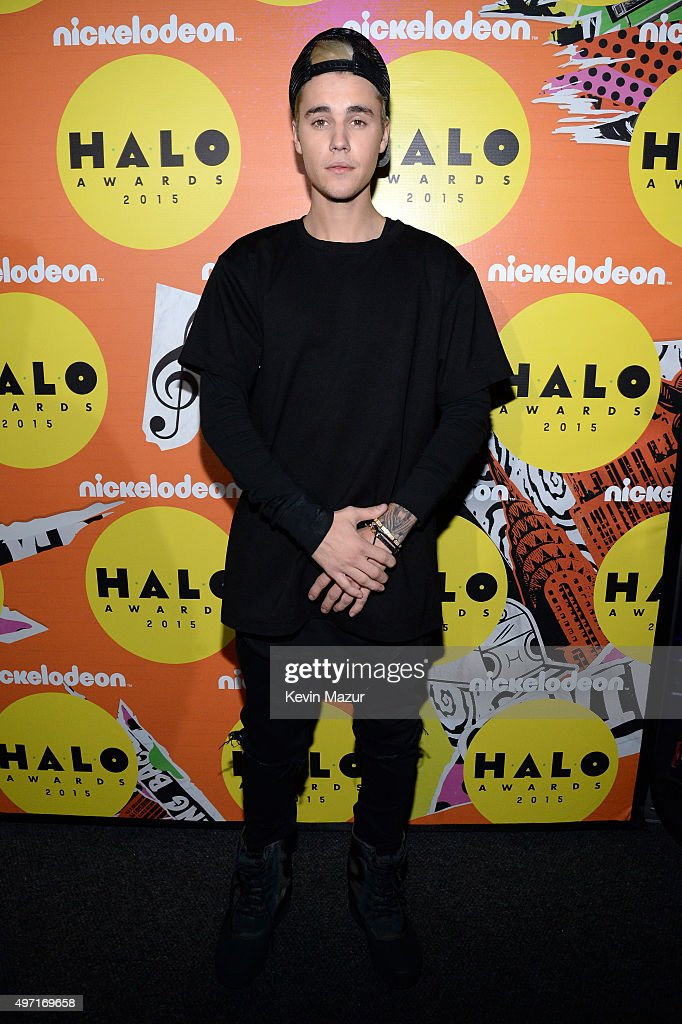 Recording artist Justin Bieber attends the 2015 Nickelodeon HALO Awards at Pier 36 on November 14, 2015 in New York City.