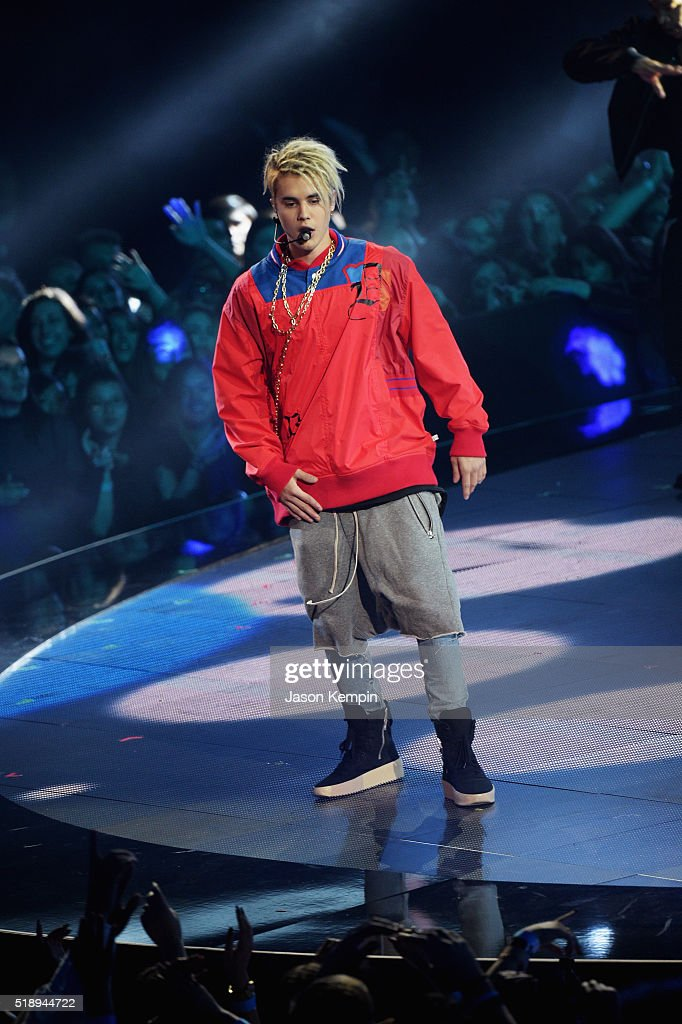 recording-artist-justin-bieber-performs-onstage-at-the-iheartradio-picture-id518944722