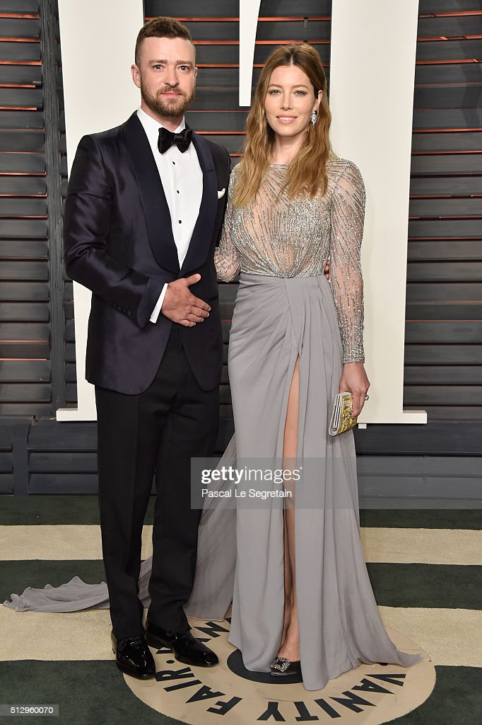 Recording artist Justin Timberlake (L) and actress Jessica Biel attend the 2016 Vanity Fair Oscar Party Hosted By Graydon Carter at the Wallis Annenberg Center for the Performing Arts on February 28, 2016 in Beverly Hills, California.