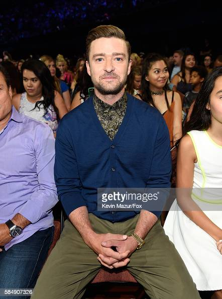 recording-artist-justin-timberlake-attends-the-teen-choice-awards-at-picture-id584907326