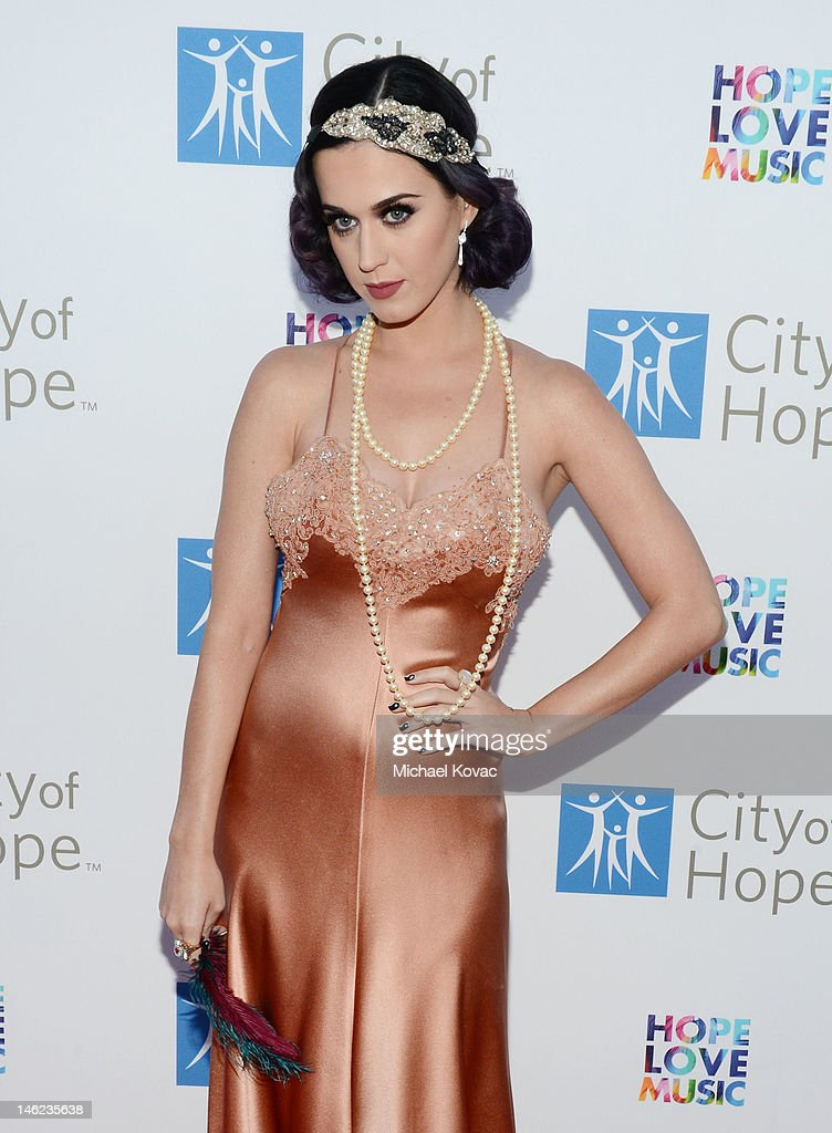 Recording artist Katy Perry arrives at City Of Hope Honors Clear Channel CEO Bob Pittman With Spirit Of Life Award - Red Carpet at The Geffen Contemporary at MOCA on June 12, 2012 in Los Angeles, California.