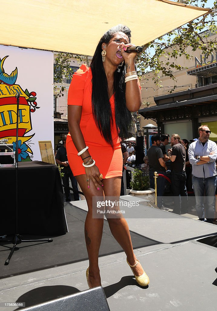 Recording Artist Kelis performs at the 4th annual Kiehl's LifeRide for amfAR at The Grove on August 8, 2013 in Los Angeles, California.
