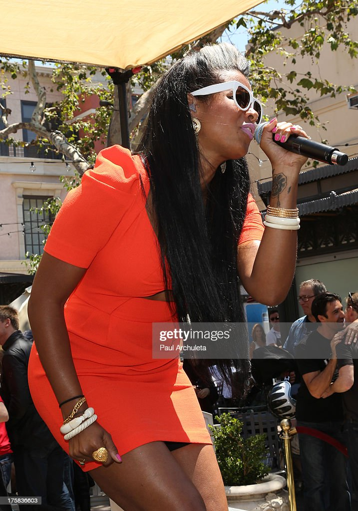 Recording Artist <a gi-track='captionPersonalityLinkClicked' href=/galleries/search?phrase=Kelis&family=editorial&specificpeople=203061 ng-click='$event.stopPropagation()'>Kelis</a> performs at the 4th annual Kiehl's LifeRide for amfAR at The Grove on August 8, 2013 in Los Angeles, California.