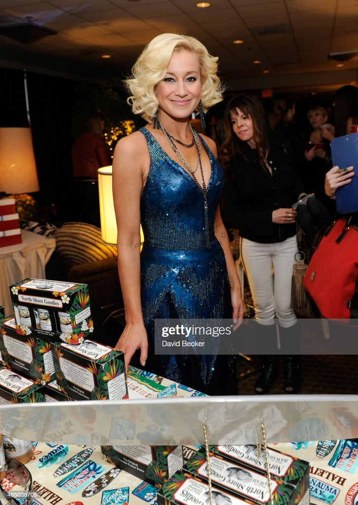 Recording artist <a gi-track='captionPersonalityLinkClicked' href=/galleries/search?phrase=Kellie+Pickler&family=editorial&specificpeople=600021 ng-click='$event.stopPropagation()'>Kellie Pickler</a> attends the Backstage Creations Celebrity Retreat at the American Country Awards 2013 at the Mandalay Bay Events Center on December 10, 2013 in Las Vegas, Nevada.