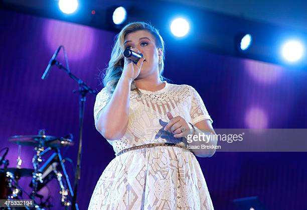 Recording artist Kelly Clarkson performs onstage during The iHeartRadio Summer Pool Party at Caesars Palace on May 30 2015 in Las Vegas Nevada