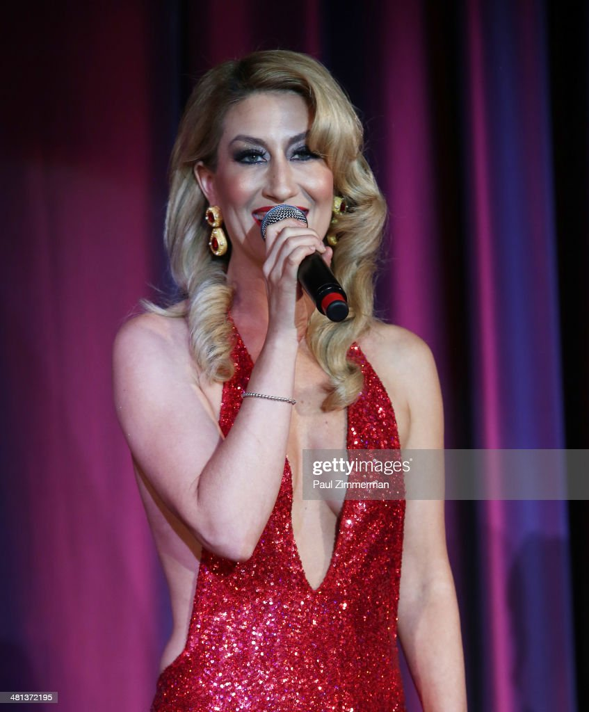 Recording Artist Kelly King performs at the 28th annual Night of a Thousand Gowns at the Marriott Marquis Times Square on March 29, 2014 in New York City.