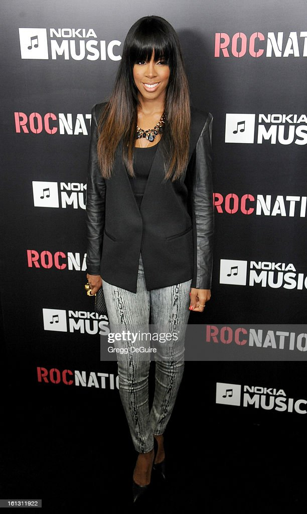 Recording artist <a gi-track='captionPersonalityLinkClicked' href=/galleries/search?phrase=Kelly+Rowland&family=editorial&specificpeople=201760 ng-click='$event.stopPropagation()'>Kelly Rowland</a> arrives at Roc Nation Pre-GRAMMY brunch at Soho House on February 9, 2013 in West Hollywood, California.