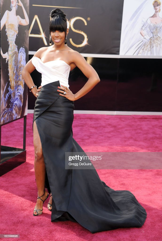 Recording artist Kelly Rowland arrives at the Oscars at Hollywood & Highland Center on February 24, 2013 in Hollywood, California.