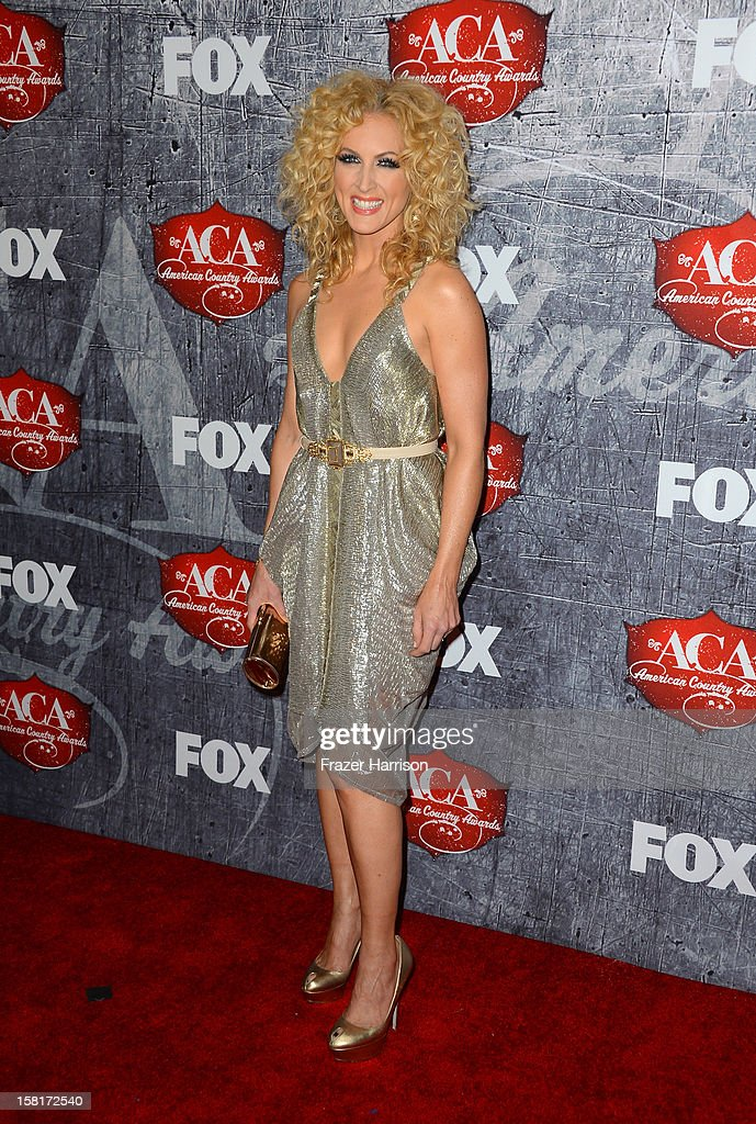 Recording artist Kimberly Roads Schlapman of Little Big Town arrives at the 2012 American Country Awards at the Mandalay Bay Events Center on December 10, 2012 in Las Vegas, Nevada.