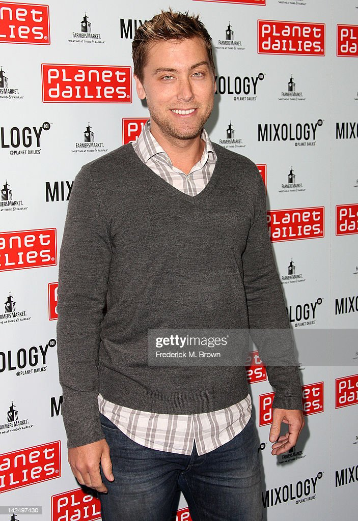 Recording artist <a gi-track='captionPersonalityLinkClicked' href=/galleries/search?phrase=Lance+Bass&family=editorial&specificpeople=210566 ng-click='$event.stopPropagation()'>Lance Bass</a> attends the Grand Opening of Robert Earl's Planet Dailies & Mixology 101 at The Farmer's Market on April 5, 2012 in Los Angeles, California
