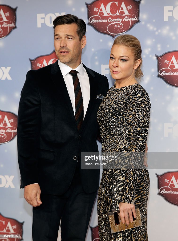 Recording artist LeAnn Rimes (R) and actor Eddie Cibrian arrive at the American Country Awards 2013 at the Mandalay Bay Events Center on December 10, 2013 in Las Vegas, Nevada.