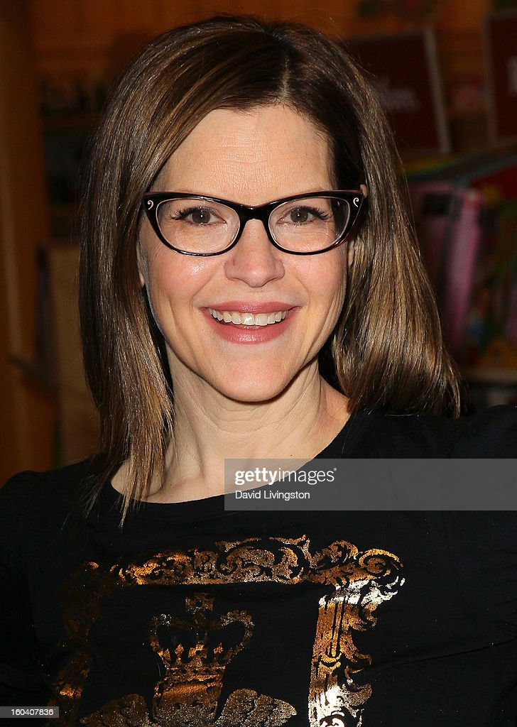 "Lisa Loeb CD Signing And Performance For Her New CD ""No Fairy Tale"""