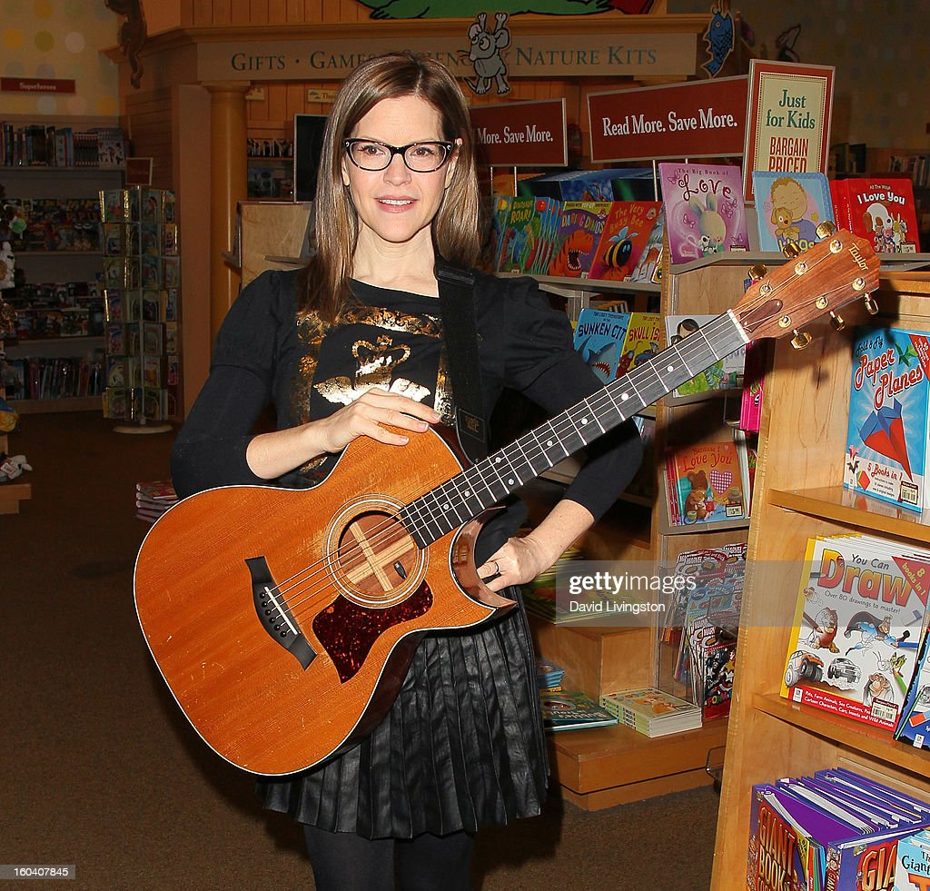 Recording artist <a gi-track='captionPersonalityLinkClicked' href=/galleries/search?phrase=Lisa+Loeb&family=editorial&specificpeople=718615 ng-click='$event.stopPropagation()'>Lisa Loeb</a> attends a CD signing and performance for her new CD 'No Fairy Tale' at Barnes & Noble bookstore at The Grove on January 30, 2013 in Los Angeles, California.