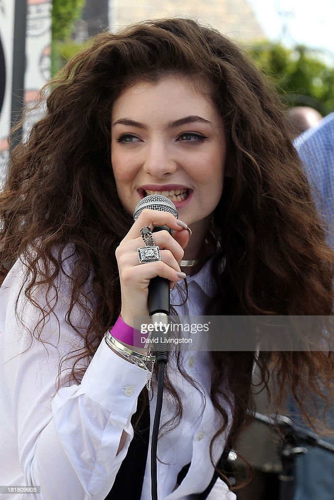 Recording artist Lorde performs at 98.7 FM's Penthouse Party Pad at the Historic Hollywood Tower on September 25, 2013 in Hollywood, California.