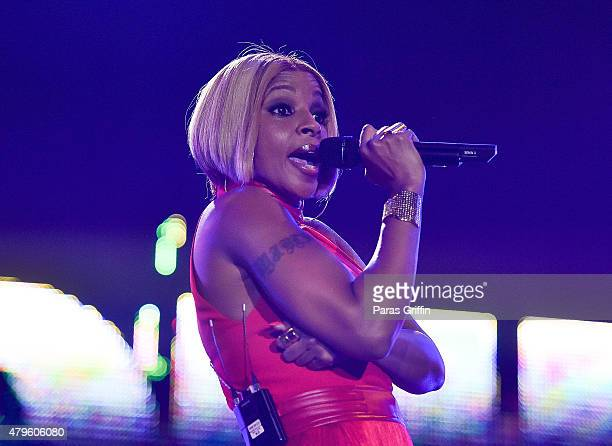 Recording artist Mary J Blige performs onstage at the 2015 Essence Music Festival on July 5 2015 at MercedesBenz Superdome in New Orleans Louisiana