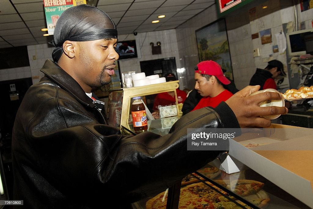 Recording artist Memphis Bleek buys pizza at a local pizza shop on November 20, 2006 in New York City.