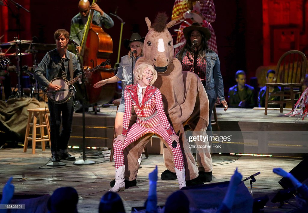Recording artist <a gi-track='captionPersonalityLinkClicked' href=/galleries/search?phrase=Miley+Cyrus&family=editorial&specificpeople=3973523 ng-click='$event.stopPropagation()'>Miley Cyrus</a> performs onstage during <a gi-track='captionPersonalityLinkClicked' href=/galleries/search?phrase=Miley+Cyrus&family=editorial&specificpeople=3973523 ng-click='$event.stopPropagation()'>Miley Cyrus</a>: MTV Unplugged at Sunset Gower Studios on January 28, 2014 in Hollywood, California.