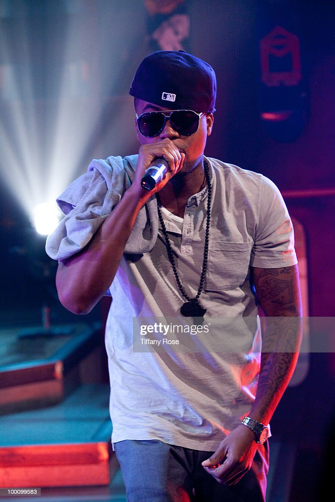 Recording artist Nas performs on Fuel TV's 'The Daily Habit' on May 20, 2010 in Los Angeles, California.