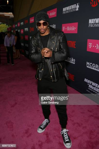 Recording artist Nick Cannon arrives on TMobile's magenta carpet duirng the Showtime WME IME and Mayweather Promotions VIP PreFight Party for...