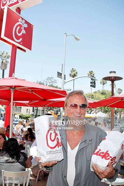 Recording artist Pat Boone shows up in support of ChickfilA at the 'ChickFilA Is AntiGay' PETA and LGBT community protest at ChickfilA on August 1...