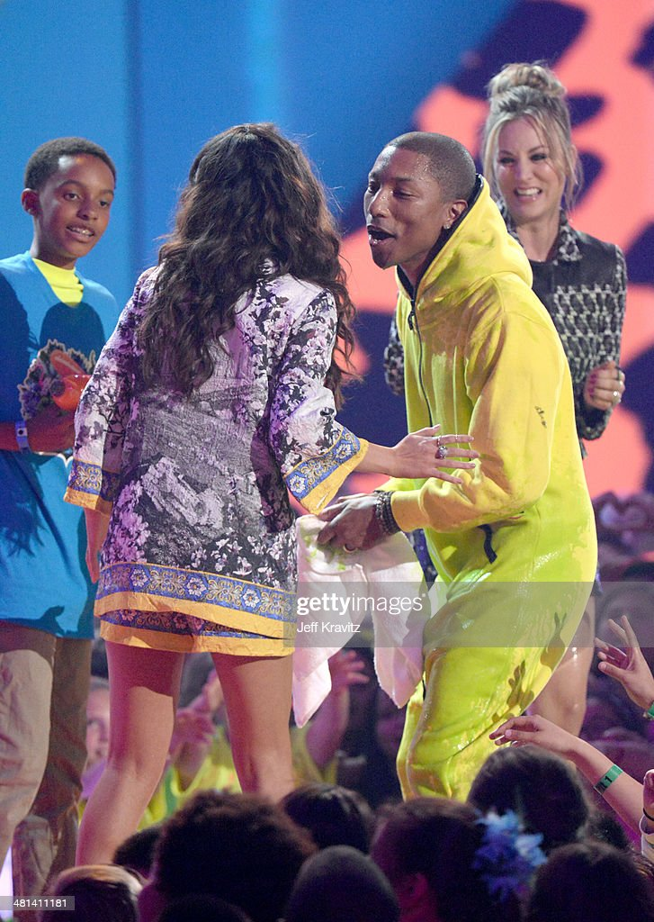 Recording artist Pharrell Williams (2nd from R), singer Selena Gomez (2nd from L) and actress Kaley Cuoco-Sweeting (R)onstage at Nickelodeon's 27th Annual Kids' Choice Awards at USC Galen Center on March 29, 2014 in Los Angeles, California.
