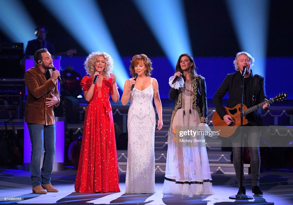 Recording artist Reba McEntire performs with (L to R) Jimi Westbrook, Kimberly Schlapman, Karen Fairchild and Philip Sweet during CMA 2017 Country Christmas at The Grand Ole Opry on November 14, 2017 in Nashville, Tennessee.