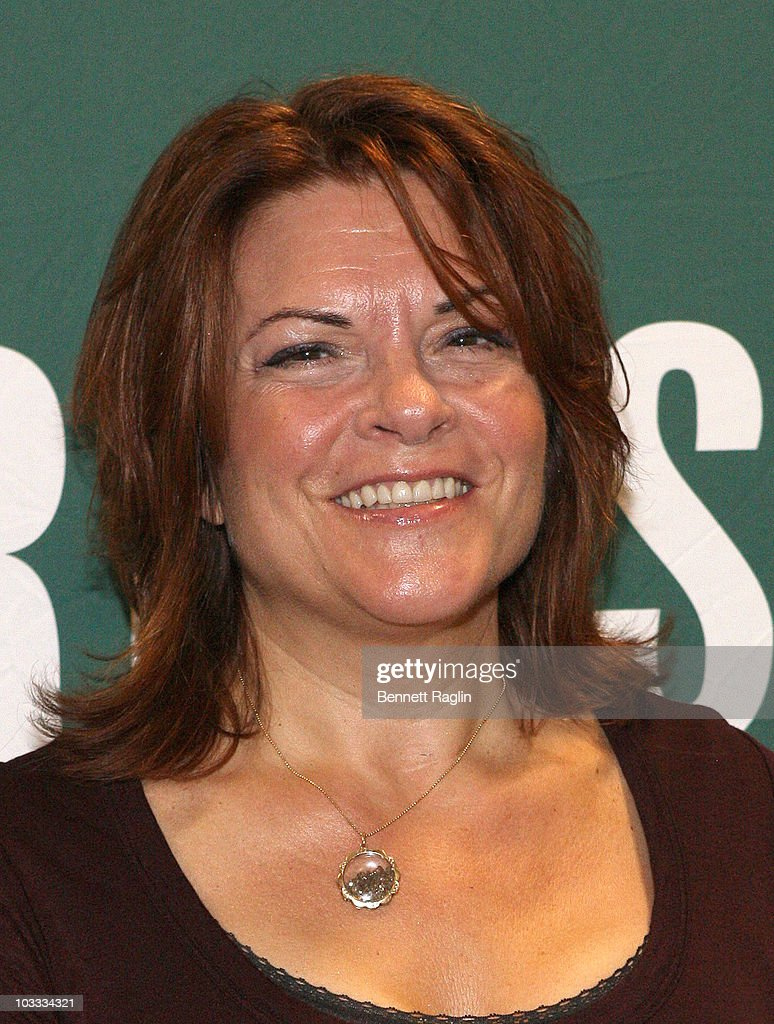 Recording artist Rosanne Cash promotes 'Composed' at Barnes & Noble Union Square on August 10, 2010 in New York City.