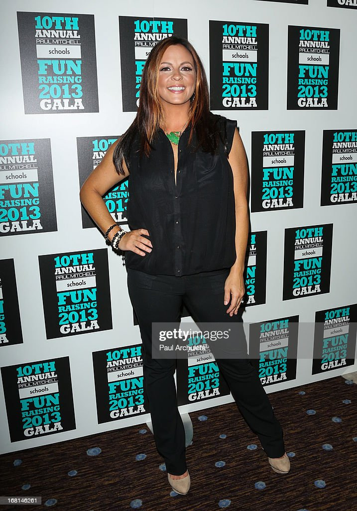 Recording Artist <a gi-track='captionPersonalityLinkClicked' href=/galleries/search?phrase=Sara+Evans&family=editorial&specificpeople=215184 ng-click='$event.stopPropagation()'>Sara Evans</a> attends the Paul Mitchell schools' 'FUNraising Campaign' gala at The Beverly Hilton Hotel on May 5, 2013 in Beverly Hills, California.