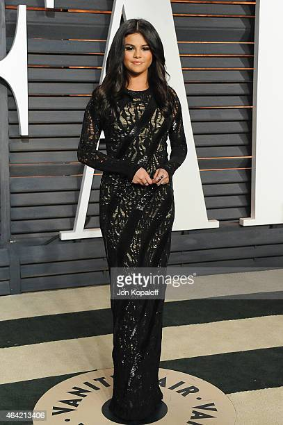 Recording Artist Selena Gomez attends the 2015 Vanity Fair Oscar Party hosted by Graydon Carter at Wallis Annenberg Center for the Performing Arts on...