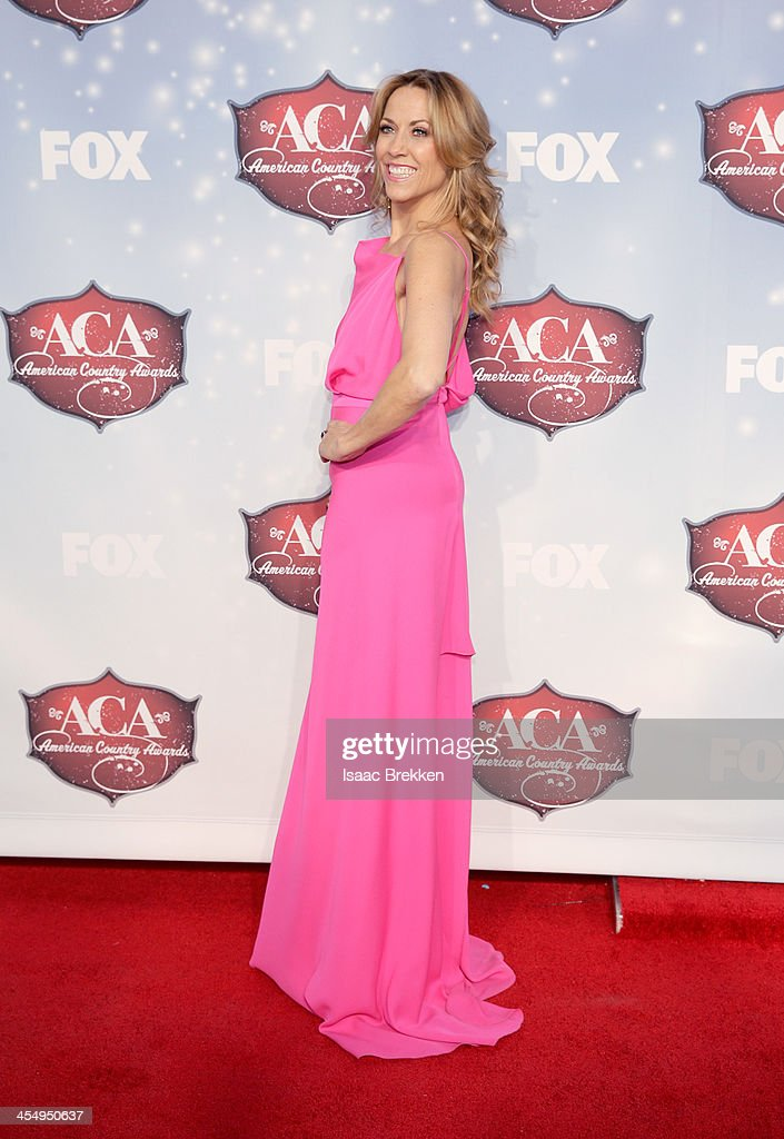 Recording artist <a gi-track='captionPersonalityLinkClicked' href=/galleries/search?phrase=Sheryl+Crow&family=editorial&specificpeople=201867 ng-click='$event.stopPropagation()'>Sheryl Crow</a> arrives at the American Country Awards 2013 at the Mandalay Bay Events Center on December 10, 2013 in Las Vegas, Nevada.