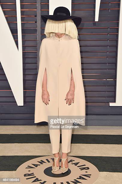 Recording artist Sia attends the 2015 Vanity Fair Oscar Party hosted by Graydon Carter at Wallis Annenberg Center for the Performing Arts on February...