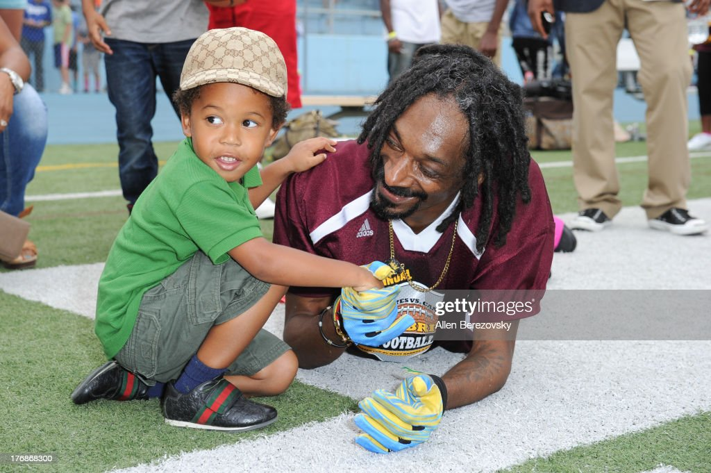 Recording artist <a gi-track='captionPersonalityLinkClicked' href=/galleries/search?phrase=Snoop+Dogg&family=editorial&specificpeople=175943 ng-click='$event.stopPropagation()'>Snoop Dogg</a> and actor Elias Washington attend the 1st Annual Athletes VS Cancer Celebrity Flag Football Game on August 18, 2013 in Pacific Palisades, California.