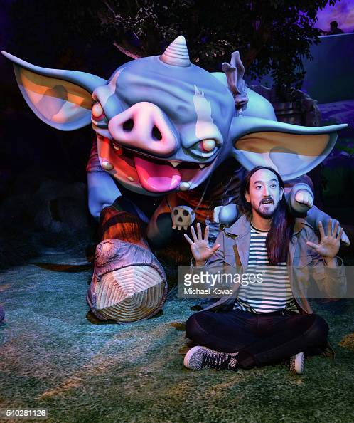 Recording artist Steve Aoki visits the Nintendo booth at the 2016 E3 Gaming Convention at Los Angeles Convention Center on June 14 2016 in Los...