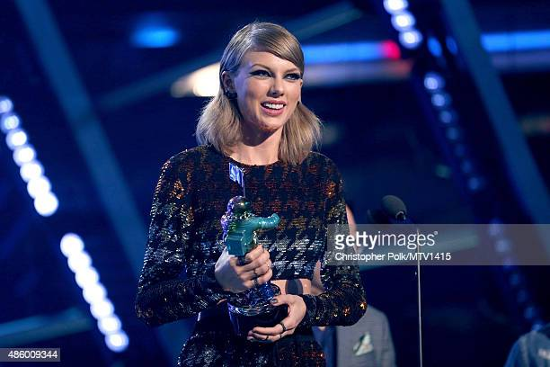 Recording artist Taylor Swift accepts the Best Female Video award for 'Blank Space' onstage during the 2015 MTV Video Music Awards at Microsoft...